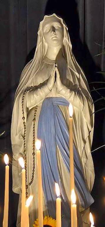 Nossa Senhora de Lourdes. Igreja da Madelaine, Paris.