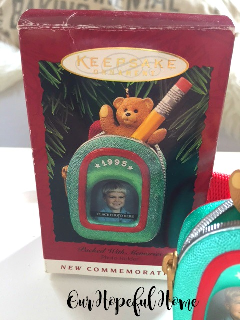 Hallmark Keepsake Packed With Memories 1995 Christmas Ornament original box