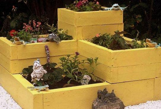 Φτιάξτε Ζαρντινιέρες με πολλά επίπεδα φύτευσης από σανίδες