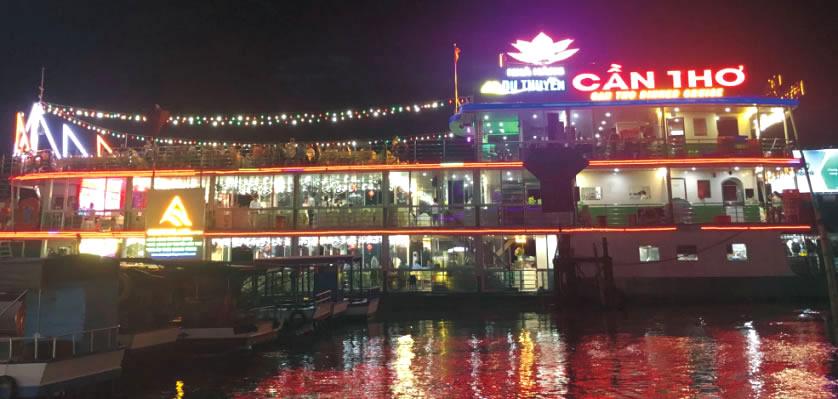 Ăn tối trên du thuyền Cần Thơ