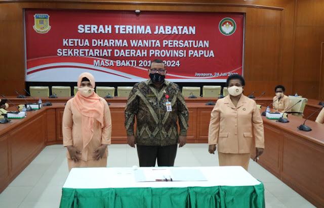 Dharma Wanita in Papua Invited to Socialize Prevention of Covid-19.lelemuku.com.jpg