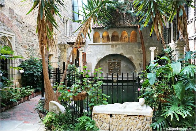 Jardín Interior del Castillo medieval Hammond, Gloucester