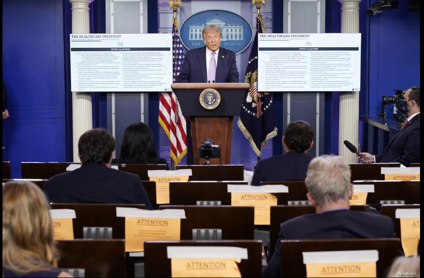 El presidente Donald Trump durante la rueda de prensa celebrada en la Casa Blanca el miércoles, 4 de agosto de 2020 / REUTERS