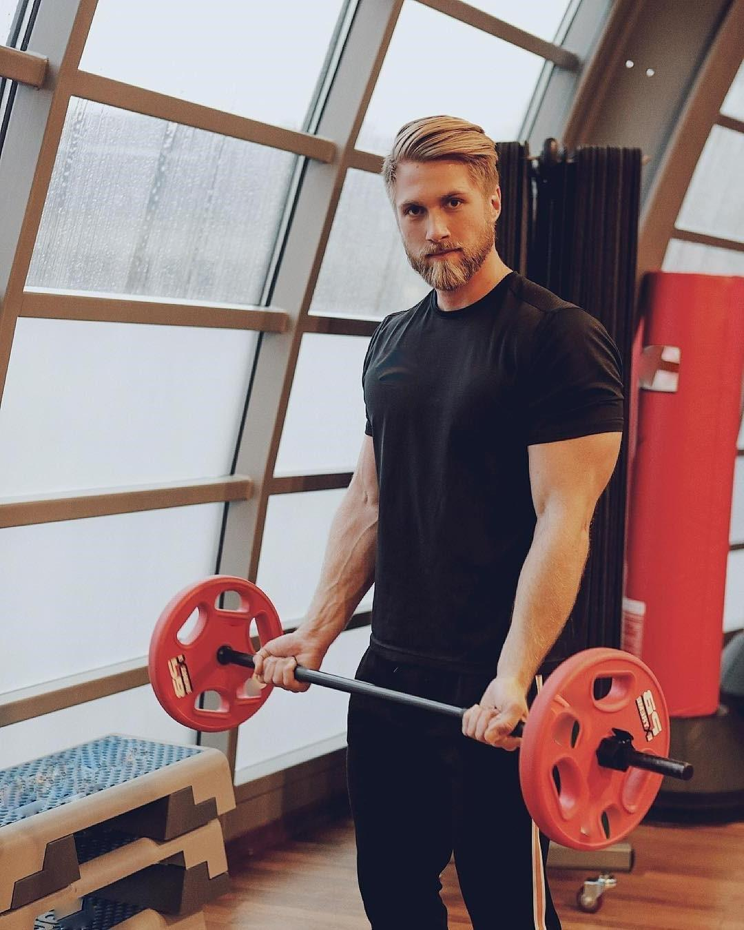 sexy-gay-blond-hipster-beard-daddy-big-biceps-lifting-weights-gym