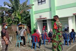 Babinsa Klaten Dampingi Petugas Kesehatan Pedan Melaksanakan Swab Test