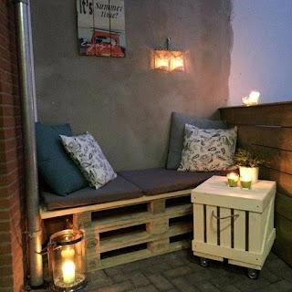 terraza o balcon para hostel con palets de madera