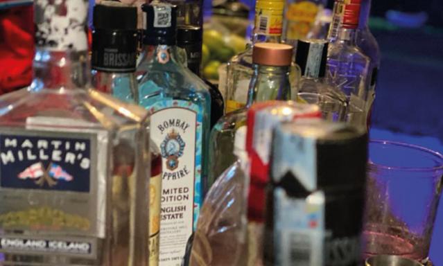 Vuelve el consumo de bebidas alcohólicas en bares y restaurantes