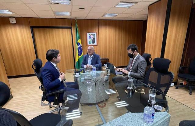Hugo Motta defende Instituto Federal do Sertão e reitoria em Patos durante audiência com o ministro da educação