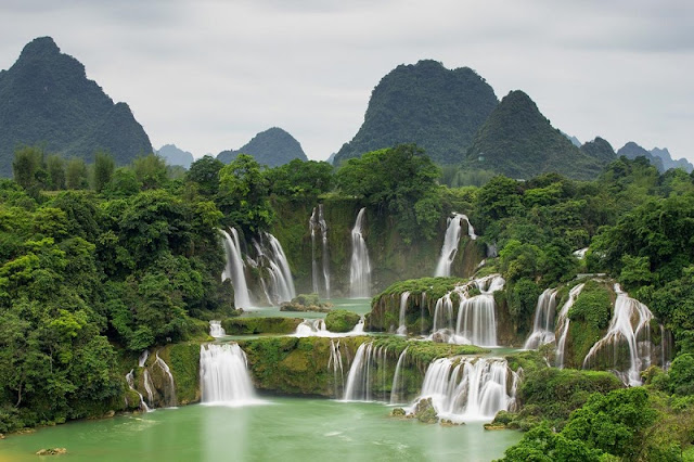 The first Ban Gioc Waterfall Tourism Festival in Cao Bang province 1