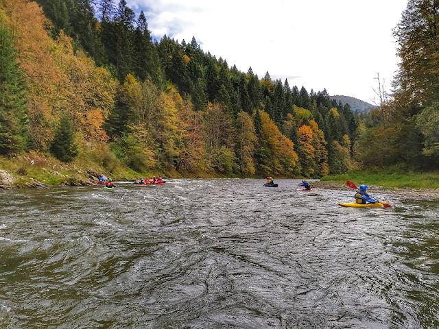 Pieniny jesienią, kolorowe góry, Sromowce Niżne, spływ Dunajcem