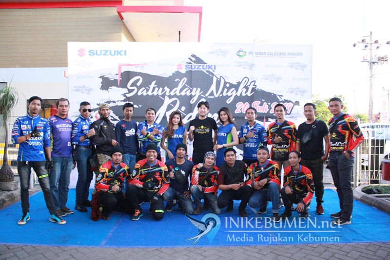 Suzuki Saturday Night Ride, Ratusan Bikers Suzuki Warnai Malam di Kota Makassar
