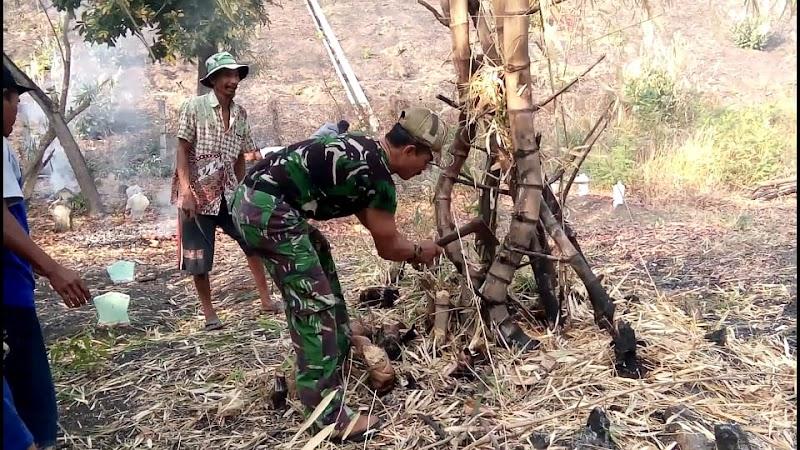 Babinsa Bersama Masyarakat Laksanakan Kerja Bakti Pembersihan Makam