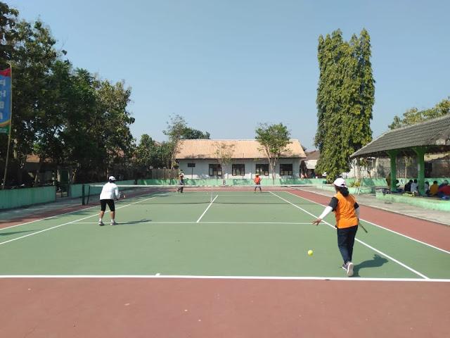 Tenis Lapangan Jadikan Sarana Jalin Silaturohmi Danramil Wonosari