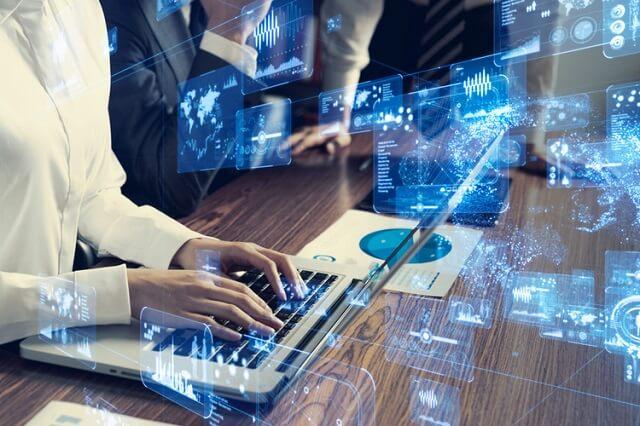 شركة Intel و MediaTek تعملان على تطوير مودم 5G لأجهزة الكمبيوتر المحمولة