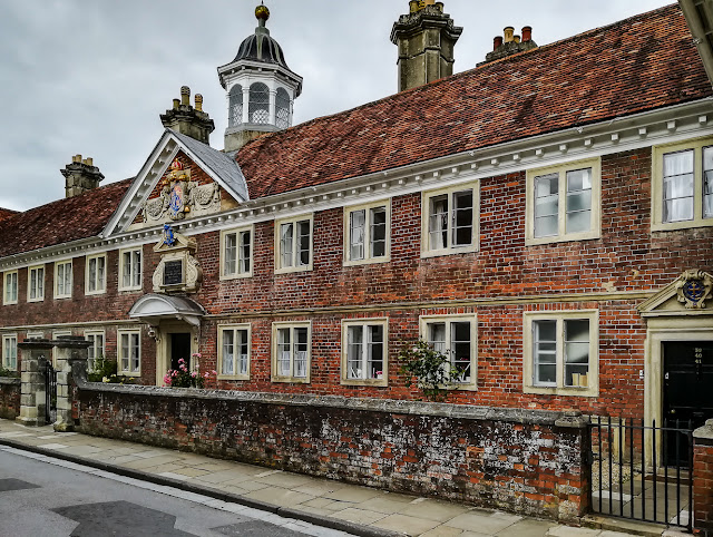 Photo of another old building in Salisbury Cathedral Close