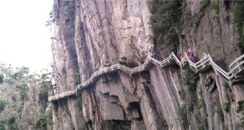 10 cây cầu treo sợ nhất thế giới 1