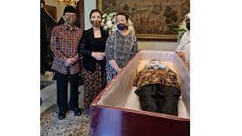 Tertutup Bagi Umum, Proses Pemakaman Gusti Mangku