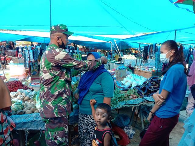 Tepatnya Dipasar Dwi Kora Parluasan Personel Jajaran Kodim 0207/Simalungun Laksanakan Protokol Kesehatan