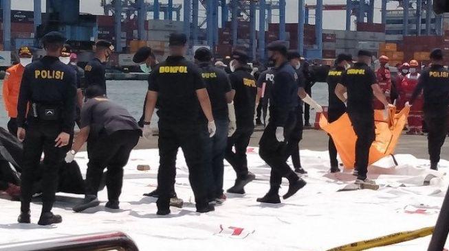 Tim SAR Evakuasi 45 Kantong Jenazah Korban Pesawat Sriwijaya Air SJ-182