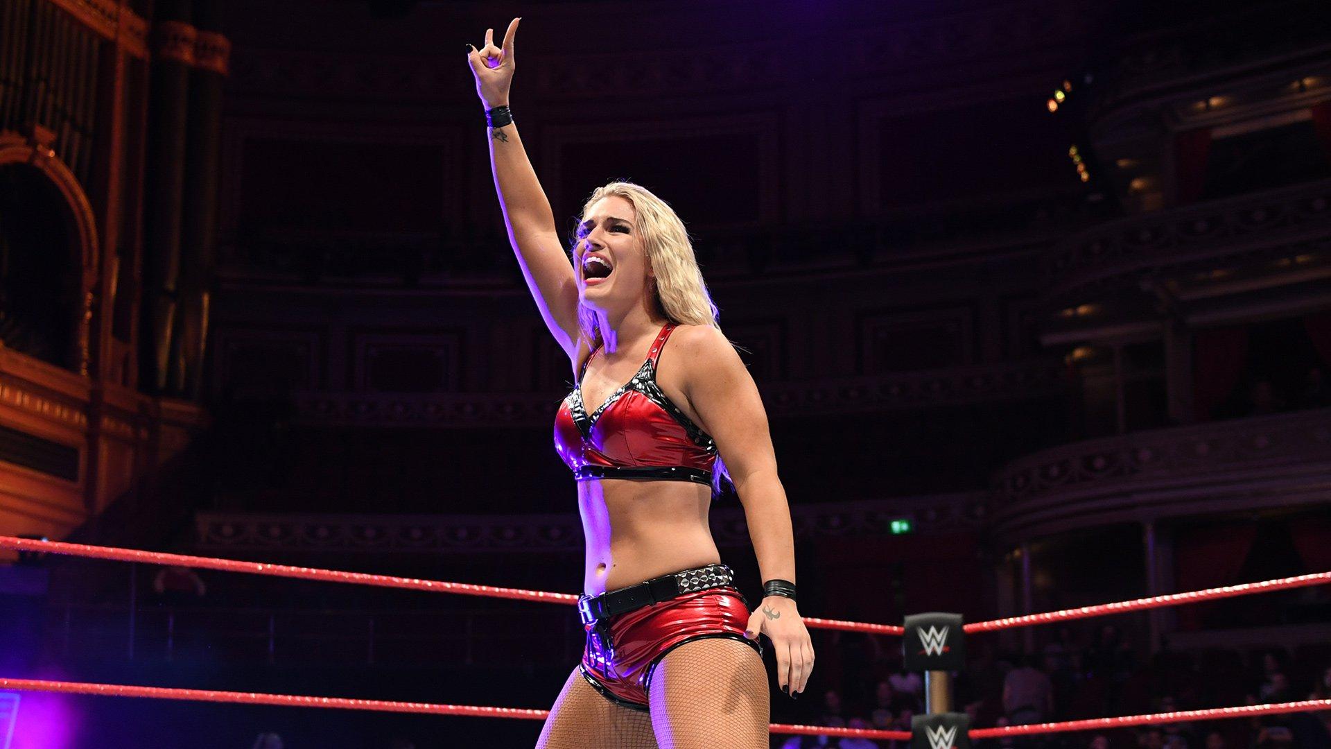 Toni Storm e Ember Moon retornam ao WWE NXT