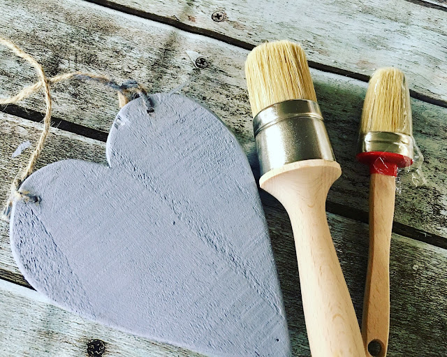crafts painting wooden heart