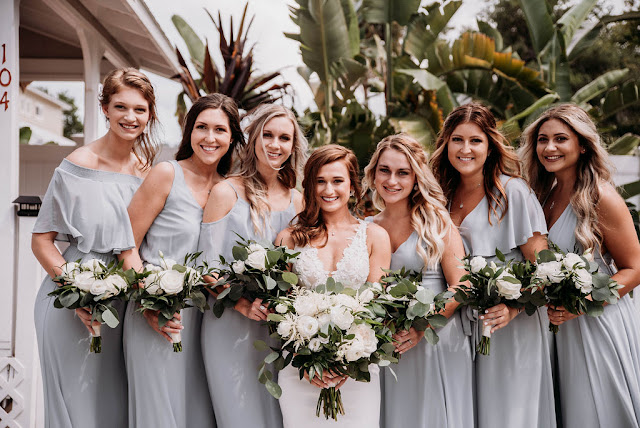 bride and bridesmaids in gray dresses and bouquets