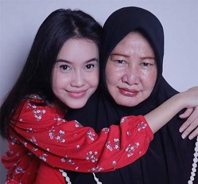 Bella Nurmala dan Mamanya