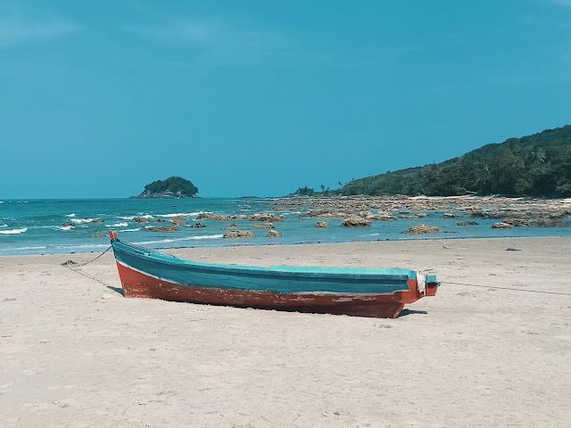 Keindahan pantai tuing bangka belitung