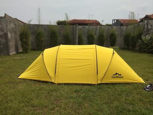 Tenda Vis A Vis memiliki banyak ruangan yang bisa dipasang, bisa juga disebut tenda Tunnel