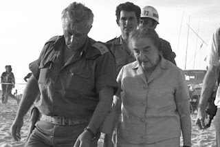 Israeli-prime-minister-Golda-Meir-and-Ariel-Sharon-commander-in-Yom-Kippur-War