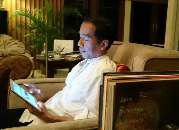 Kubu Jokowi Pusing Tujuh Keliling Keok di Medsos