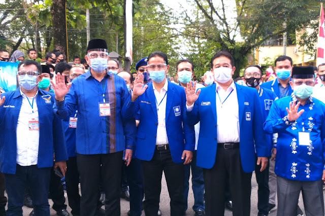 Serba Biru Mulyadi Daftar ke KPU, Tinggalkan PDI Perjuangan