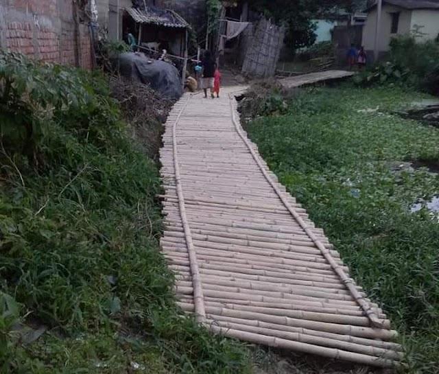 बलिया में खुल रही विकास की पोल, चचरी बना सहारा