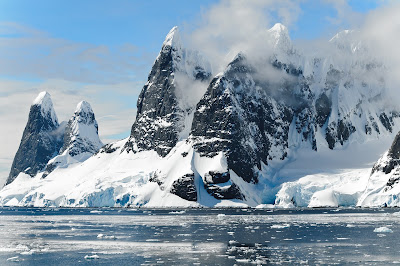 World's largest iceberg breaks off of Antarctic continent