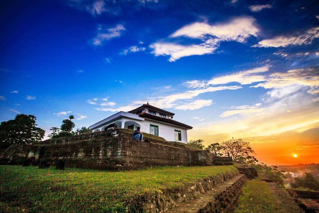 Giri Pusat Agama Islam yang Pertama di Jawa