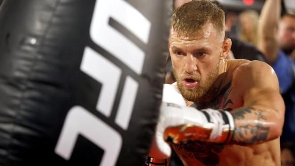 Kesal Sering Dijadikan Meme, McGregor Tantang Rapper 50 Cent Duel