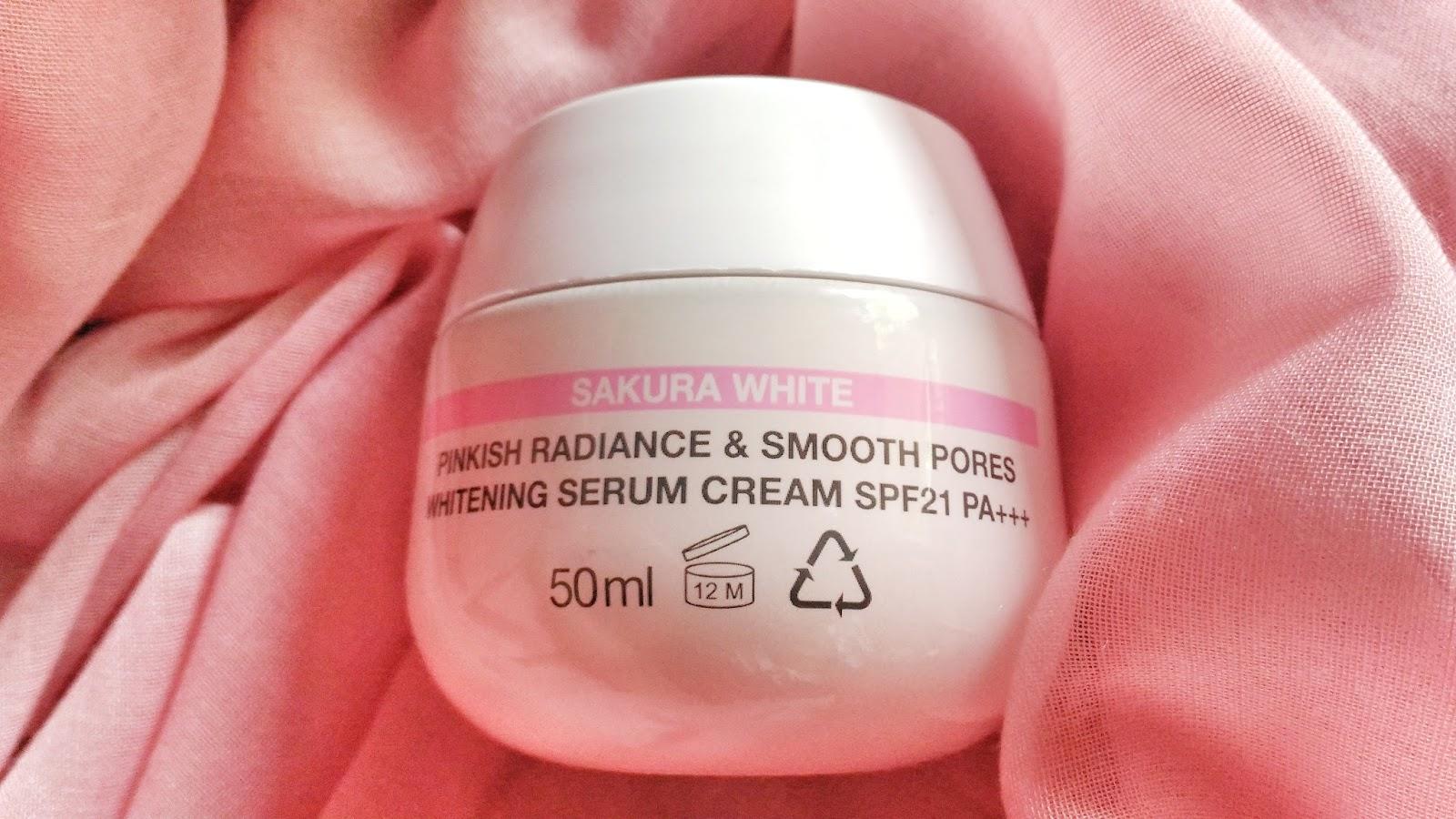 Review Garnier Sakura White Pinkish Radiance Smooth Pores 18ml Spf21 Haha Entahlah Tapi Kayaknya Aku Yakin Deh Ini Udah Halal Kok Mana Mungkin Mereka Berani Membohongi Publik Benar Bukan