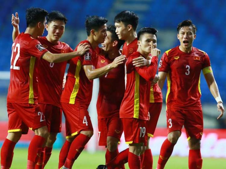 Đội hình kỳ lạ 8 anh em họ Nguyễn của thầy Park làm triệu fan sửng sốt