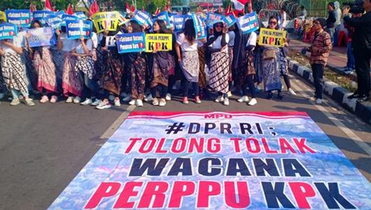 DPR Harus Ikut Tolak Perppu KPK
