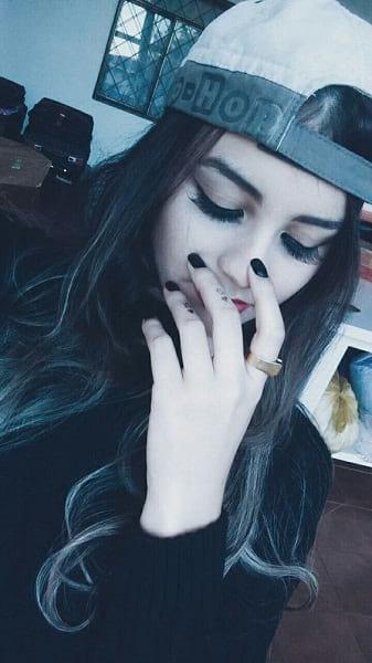 stylish girls dp in hat