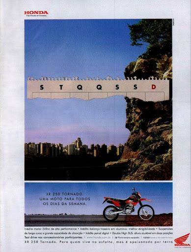 Propaganda antiga da Honda promovendo a moto XR 250 em 2002