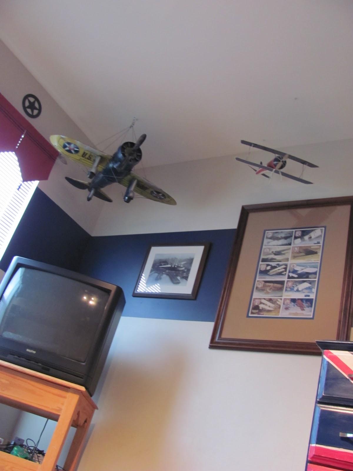 Airplane Bedroom Decor: Header: Boys Airplane Bedroom