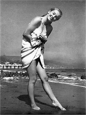 http://24femmespersecond.tumblr.com/post/64110887881/vera-miles-in-a-towel-on-the-beach-vera-miles