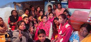 तुलसीका सेवा संस्थान के आत्मनिर्भर नारी अभियान में सिलाई कढ़ाई सेंटर की महिलाओं ने खुशी जाहिर की