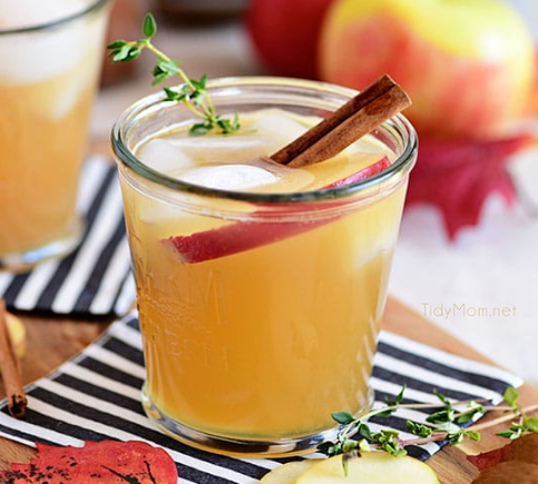 EASY BOURBON APPLE CIDER COCKTAIL #drink #cocktail #easy #recipes #sangria