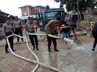 Tim SAR Batalyon C Pelopor Satbrimobda Jabar Turun Bersihkan Bekas Banjir
