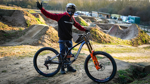 Tom Cardy at the dirt jumps with his Haibike ALLMTN 2.0 e-bike.