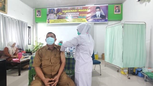 PNS dan Honorer Cabang Dinas Pendidikan Aceh Utara  Terima Vaksin Covid-19