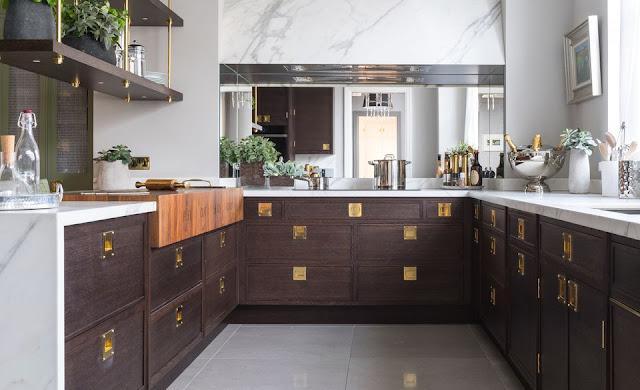 ديكور مطبخ طولي خسبي عصري وجميل موديل 2020