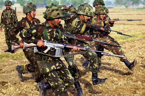 indian army soldiers with weapons